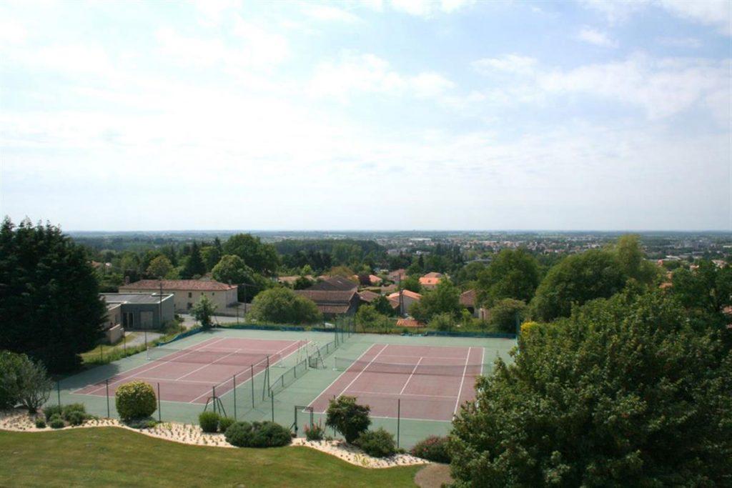 hotel court tennis vendee