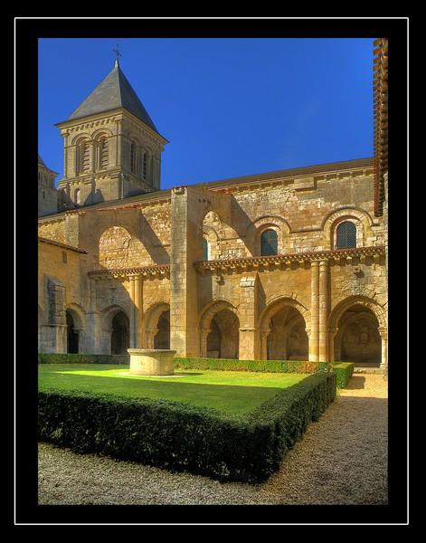 abbaye-nieul-sur-autise-saint-vincent
