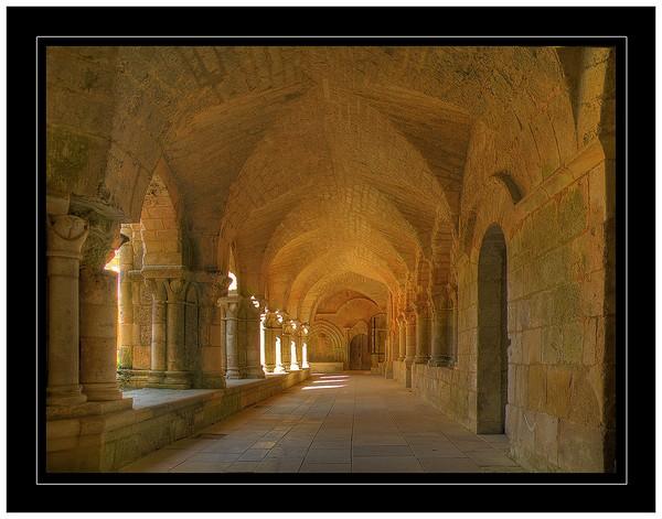 Visiter l'abbaye de Nieul-sur-l'autise